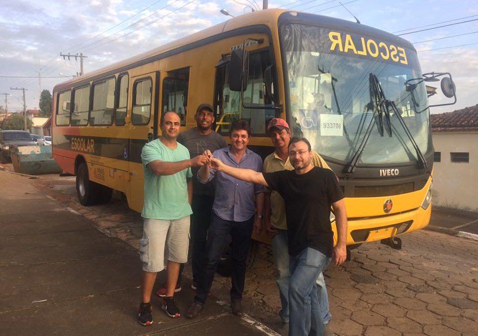 Guaranésia recebe mais um veículo para o transporte escolar municipal
